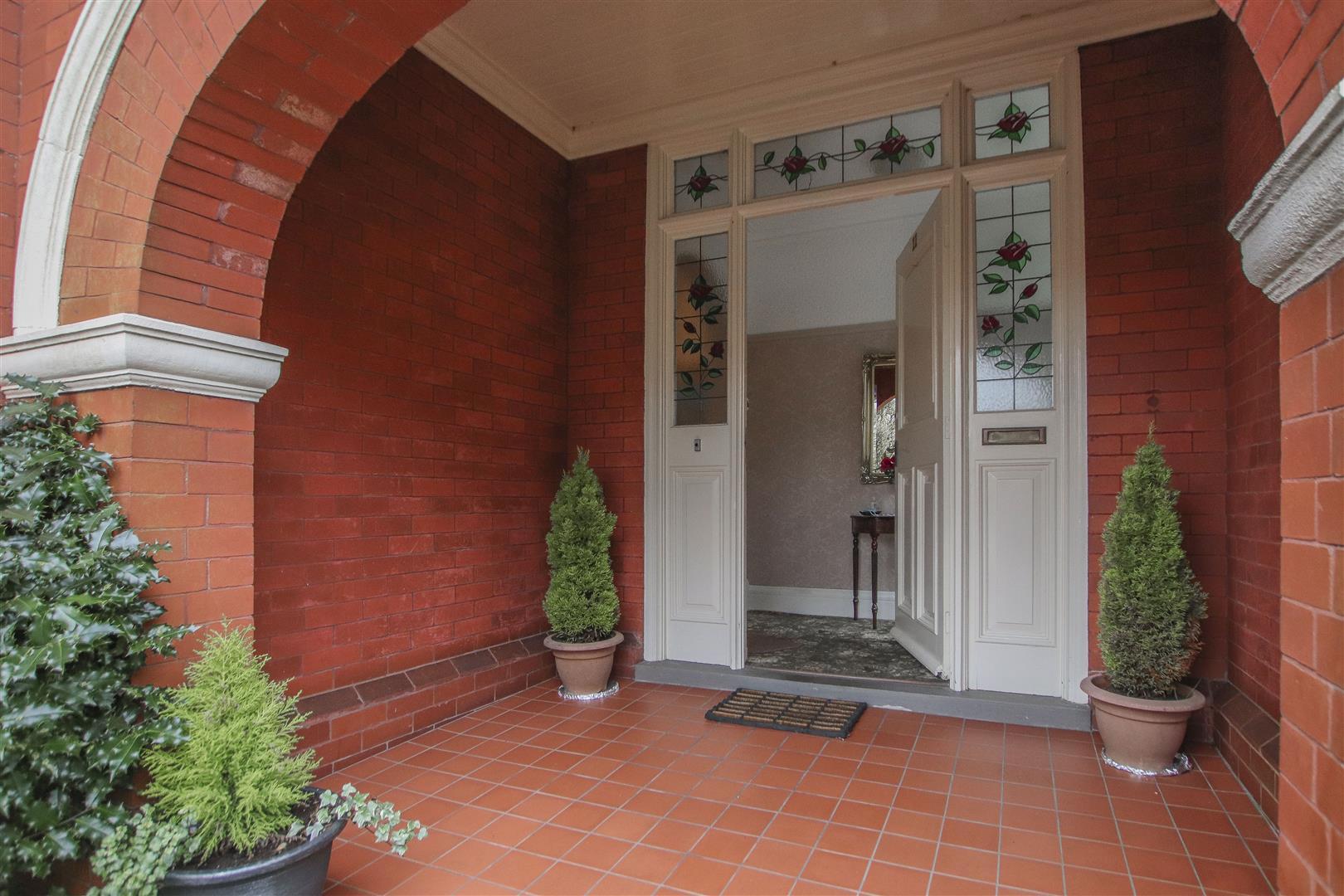 5 Bedroom Detached House For Sale - 43.JPG